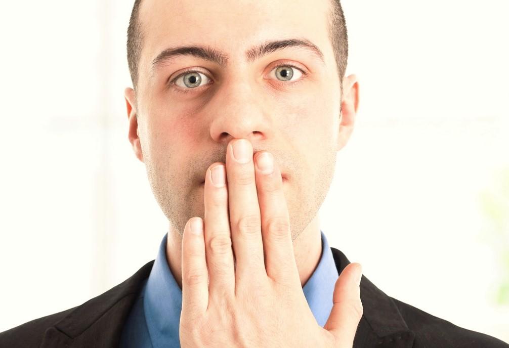 причина неприятного запаха изо рта у взрослого